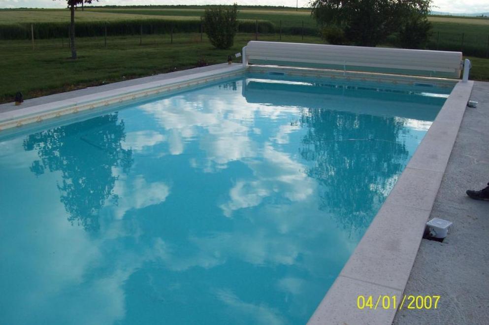 piscine traditionnelle beaune dijon chalon sur sa ne ambiance piscines du val de sa ne